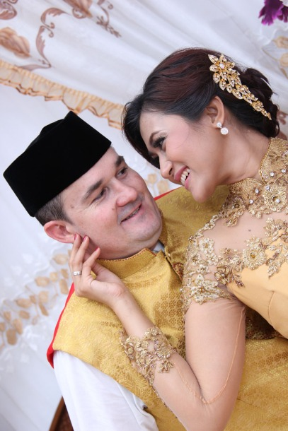 sands make up artist bridal pre wedding fashion photo event bali indonesia traditional padang
