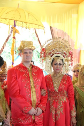 sands make up artist bridal pre wedding fashion photo event bali indonesia traditional padang